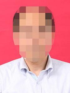 赤背景の証明写真