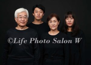 黒背景の家族写真4