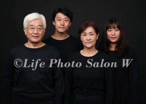 黒背景の家族写真5
